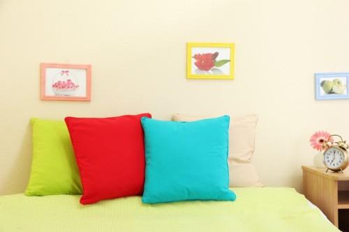 Různě barevné polštářky, zdroj: shutterstock.com
